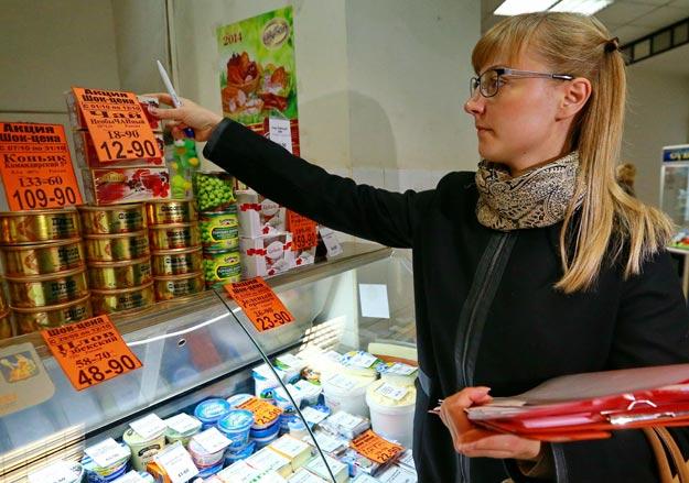 Чиновники с помощью проверок и штрафов намерены остановить рост цен в магазинах