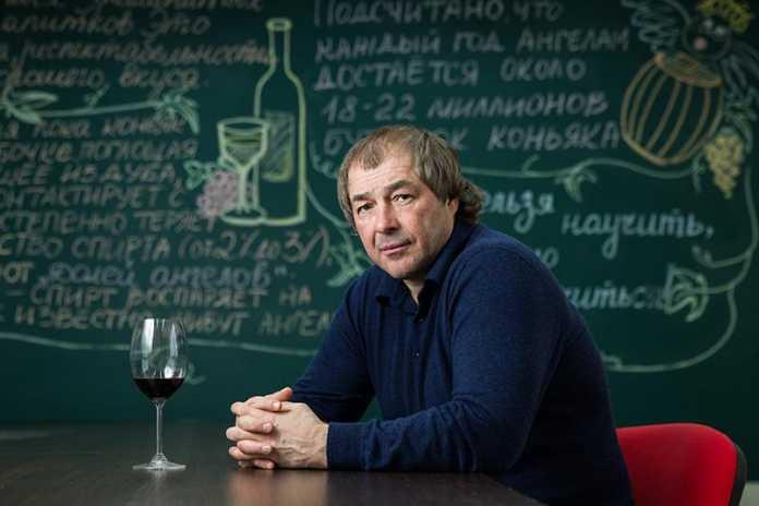 Сергей Студенников «Красное & Белое»