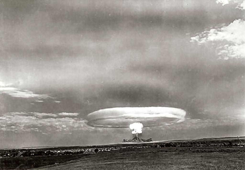Учения под Тоцком с применением атомного оружия, 1954 год.