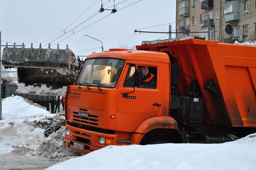 Уборка снега на ул. Туркестанской
