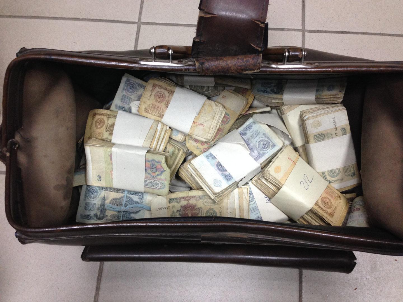 Саквояж с деньгами. Фото: Сергей Кутимский