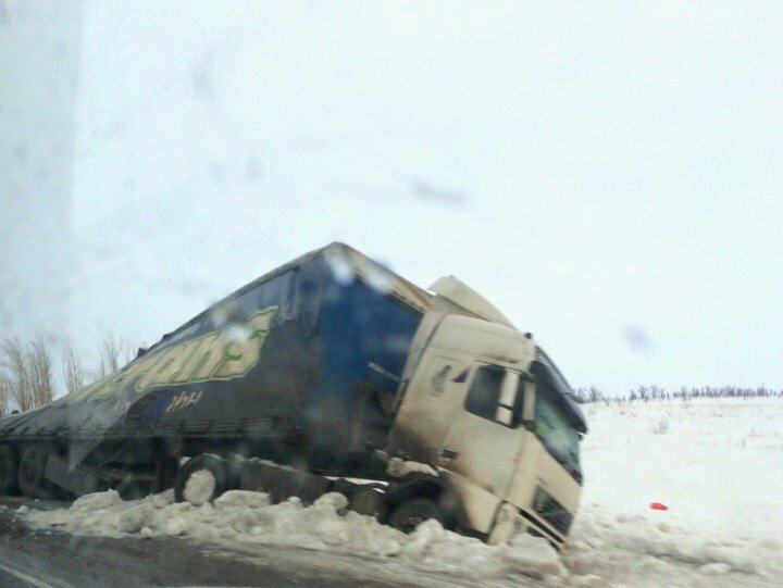 Грузовик Вольво на трассе Оренбург - Орск попал в ДТП. Фото: соцсети