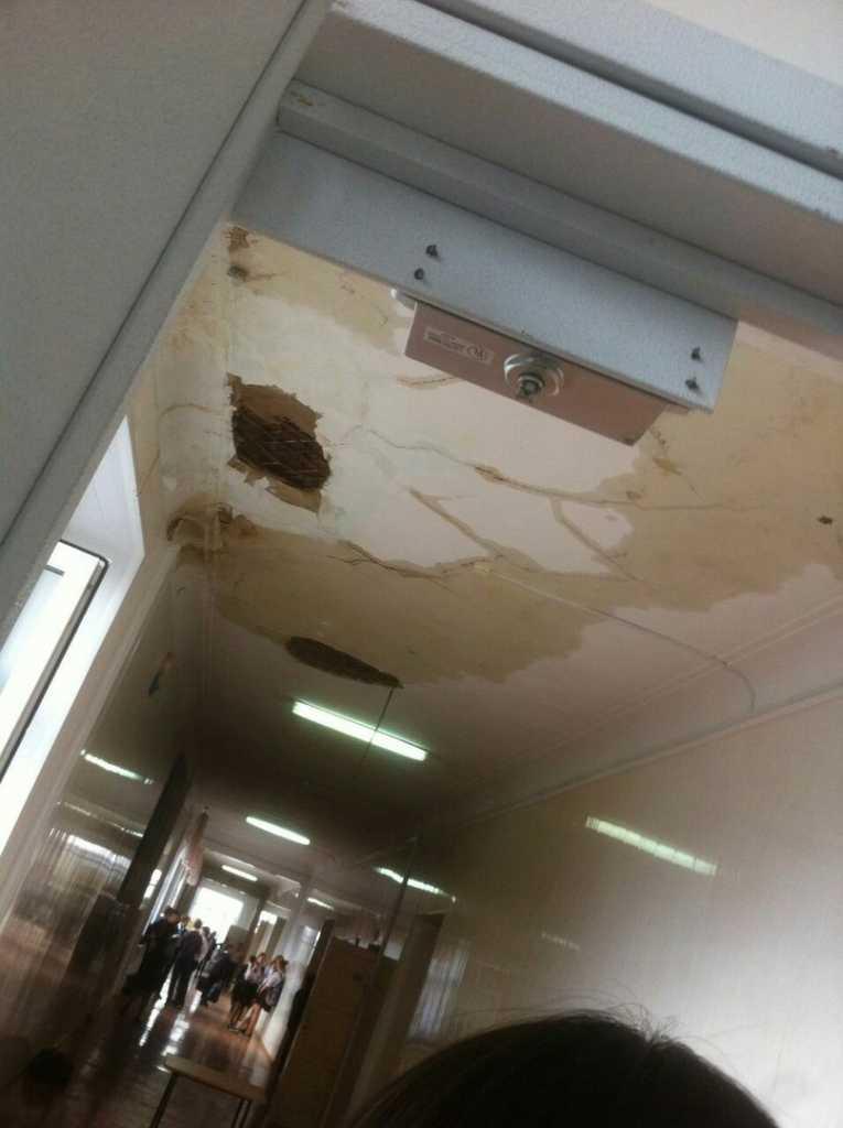 Оренбург Гимназия №7 обвалился потолок