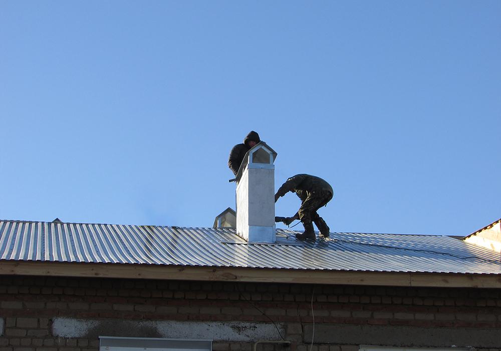 Шесть крыш капитально отремонтированы в этом году в поселке Акбулак