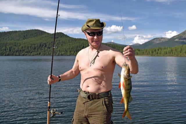 Фотографироваться сголой грудью, как Путин— Дуров объявил флешмоб