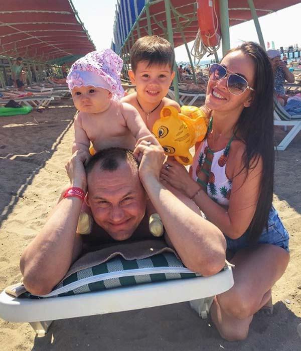 Степан Меньщиков и Евгения Шамаева с детьми