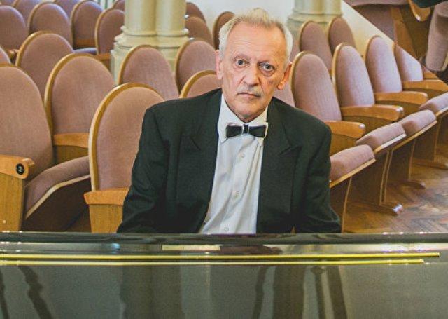 Солист Иркутской филармонии Михаил Клейн скончался насцене