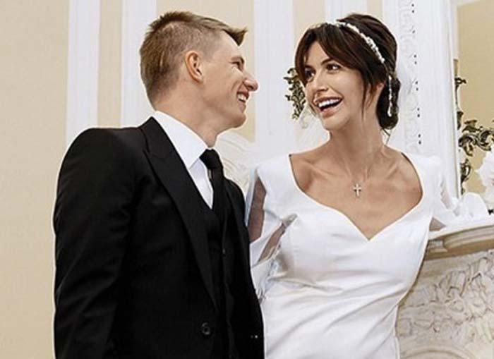 Супруга Аршавина простила ему измену ипередумала разводиться