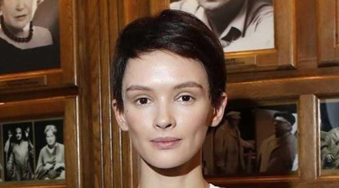 Паулина Андреева коротко подстриглась