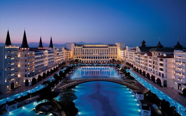 В Турции разграбили семизвездочный отель Тельмана Исмаилова
