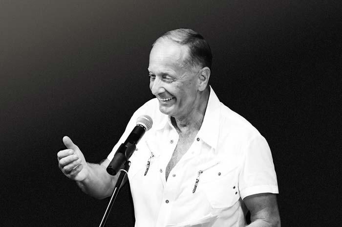 В возрасте 69 лет скончался известный российский юморист Михаил Задорнов