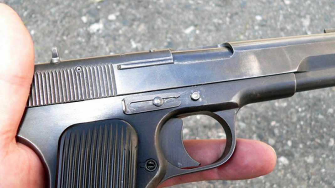 В Оренбурге мужчина разгуливал по Торговому центру с пистолетом «ТТ»