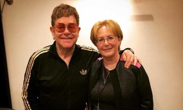 Элтон Джон и министр здравоохранения России встретились во время концерта в Москве