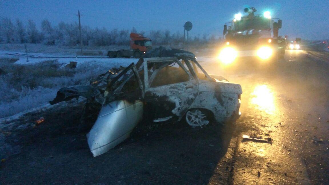Три человека погибли при столкновении легковушки и фургона натрассе Оренбург-Орск
