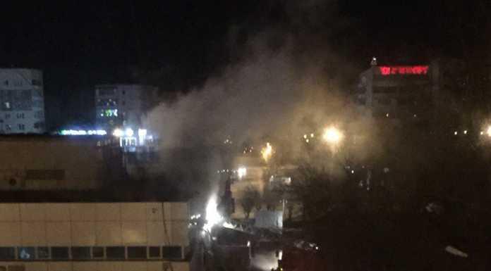 В Оренбурге загорелся крупный торговый комплекс «Радуга»
