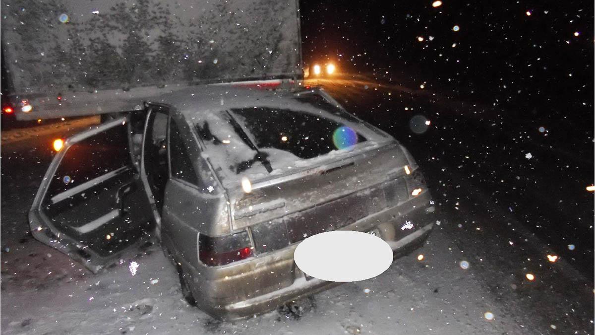 Шофёр ВАЗа умер вДТП под Оренбургом