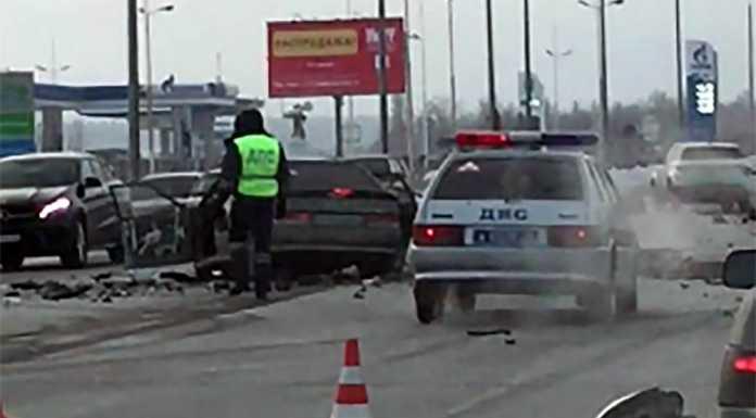 Серьезная авария на Загородном шоссе. Столкнулись Mercedes, Skoda и ВАЗ