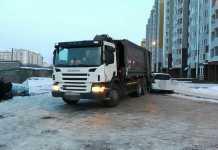 """В Оренбурге мусоровоз подмял под себя """"Хонду"""""""