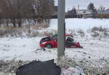 Инфинити разорвало на куски - водитель жив