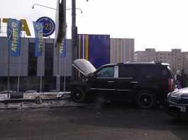 Внедорожник Cadillac Escalade стал участником ДТП на улице Чкалова