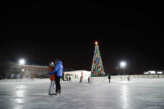 На рынке «Петровский» открыли бесплатный ледовый каток