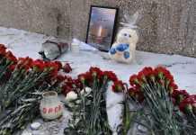Евгений Арапов и Ольга Березнева почтили память погибших в авиакатастрофе АН-148