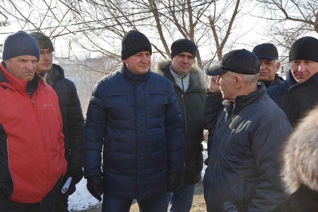 Глава города Оренбурга Евгений Арапов выезжает по проблемным адресам, чтобы на месте ознакомиться с ситуацией и помочь жителям