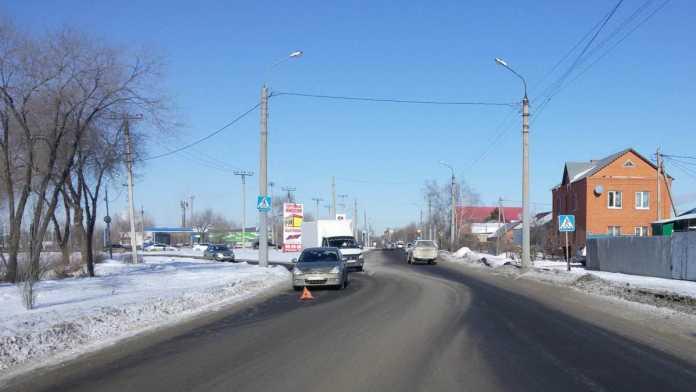 Водитель иномарки сбил девушку на пешеходном переходе