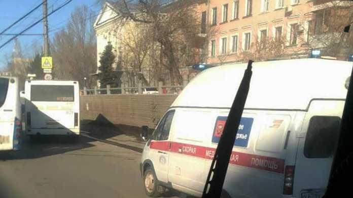 Муниципальный автобус в Оренбурге снова сбил человека