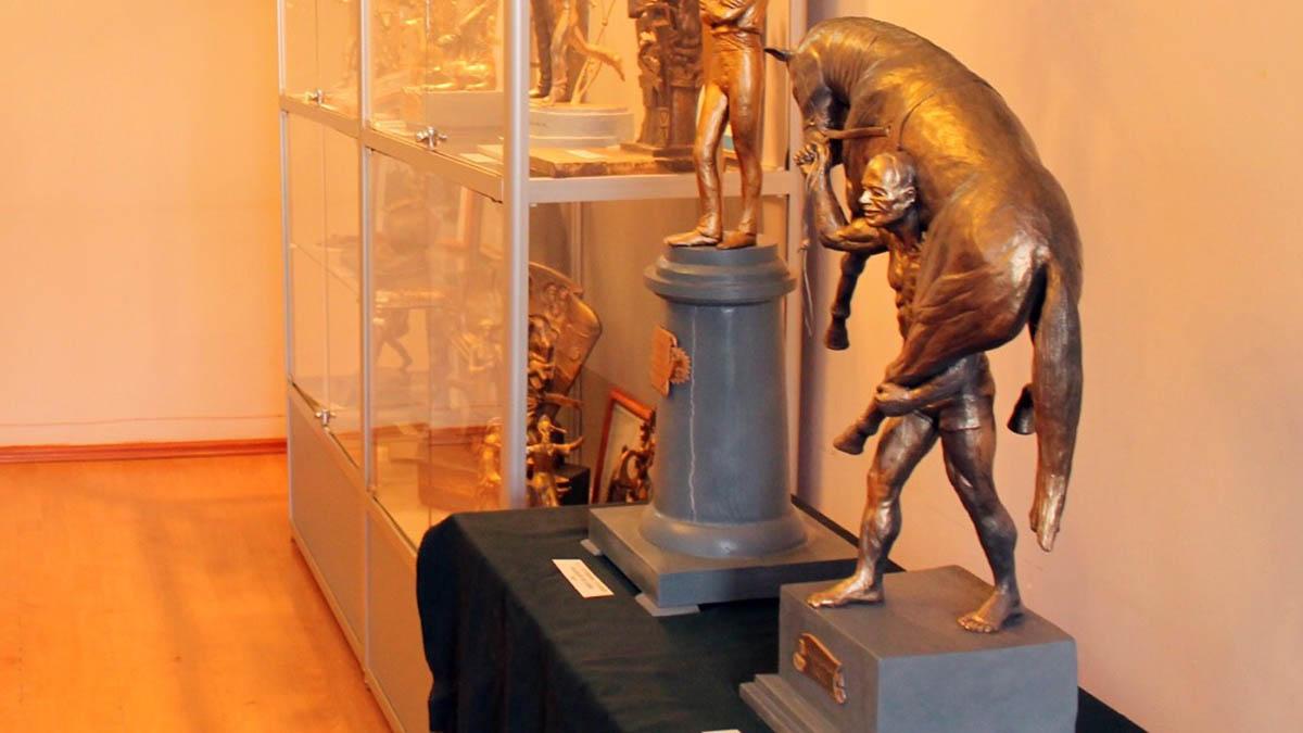 Скульптор Александр Сукманов представил оренбуржцам модель памятника