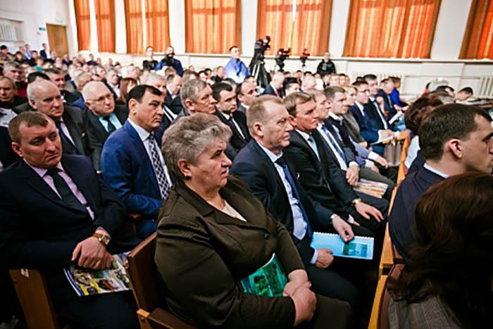 Юрий Берг провел в Бузулуке совещание по вопросам подготовки к посевной кампании