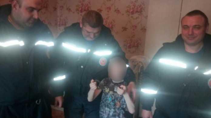 В Оренбурге спасатели освободили школьника из плена наручников