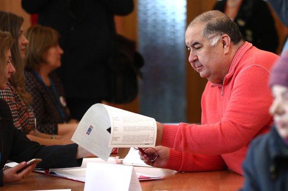 Алишер Усманов проголосовал на выборах президента РФ
