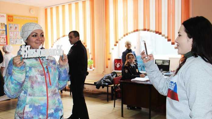 #Явыбираю56: волонтеры акции создают позитивную атмосферу на избирательных участках
