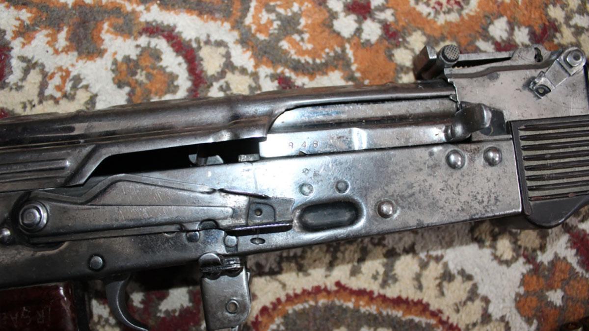 Оренбуржец незаконно хранил в своем доме АК-47
