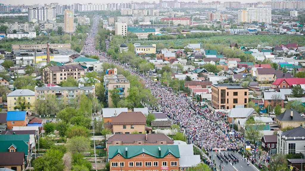 Колонна «Бессмертного полка» 9 мая в Оренбурге. Фото: ОГУ