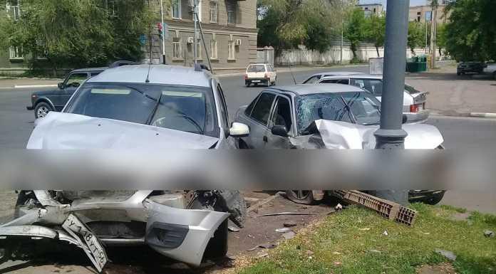 В Оренбурге на Парковом проспекте столкнулись два автомобиля