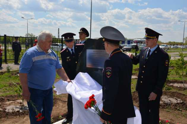 В Оренбурге заложили памятный камень в честь погибшего сотрудника Евгения Никулина