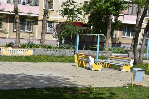 Детские площадки во дворах Оренбурга есть, а порядок и уход за ними - не всегда