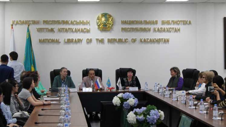 «Евразия» привезла в Алма-Ату выставку «Мгновения войны Юлиана Семенова»