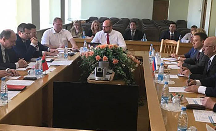Юрий Берг возглавляет оренбургскую делегацию на XXI Белорусском промышленном форуме