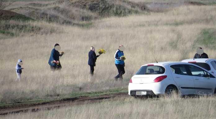 Оренбуржцы срывают первоцветы