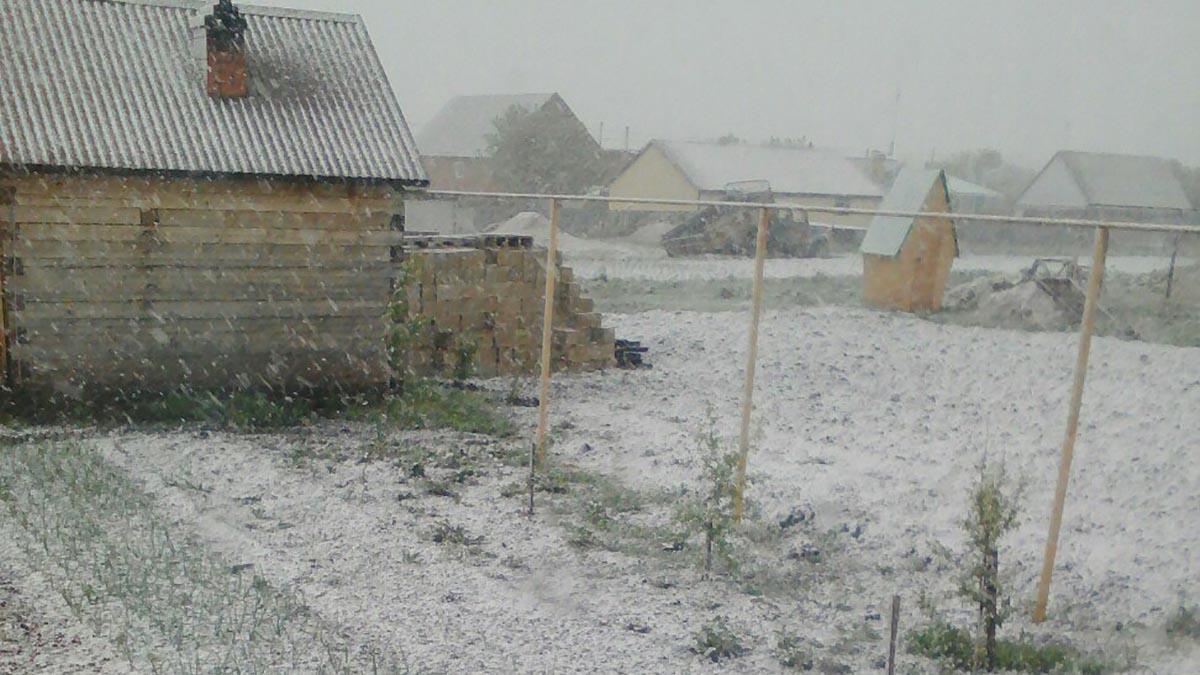В Оренбуржье выпал первый летний снег