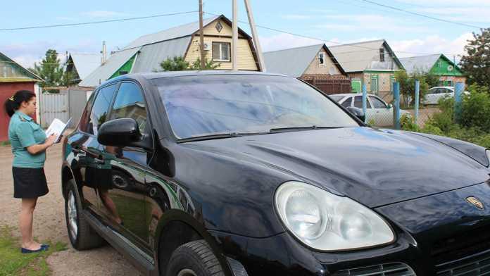 Приставы вернули Porsche Cayenne законному владельцу