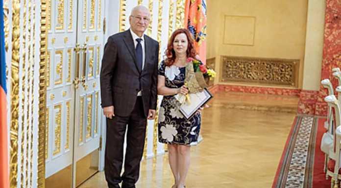 Юрий Берг поздравил соцработников с профессиональным праздником и 100-летием образования