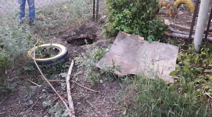 В Оренбуржье ребенок погиб упав в выгребную яму