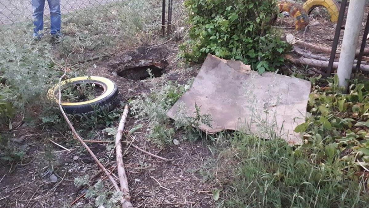 Шок! Ввыгребной яме под Кувандыком найдено тело ребенка