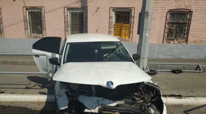 На Рыбаковской серьезное ДТП. Автомобиль отбросило на пешехода