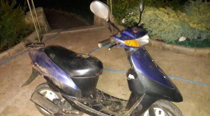 В Ростошах водитель и пассажир скутера попали в ДТП