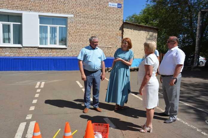 Ремонт детского сада, строительство стадиона и новые дороги к школе